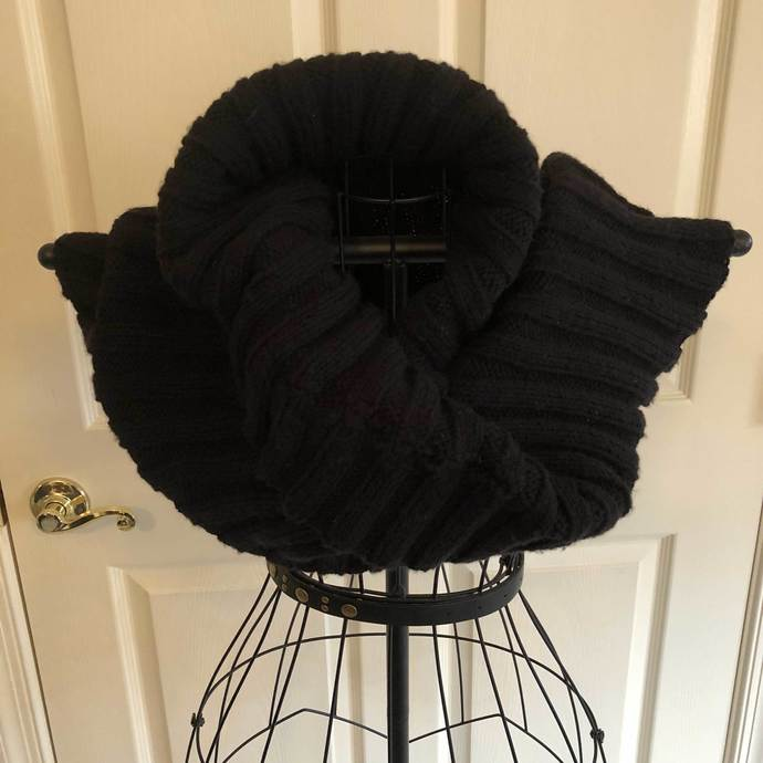 Mobius Cowl - The Cowl with a Twist - Black