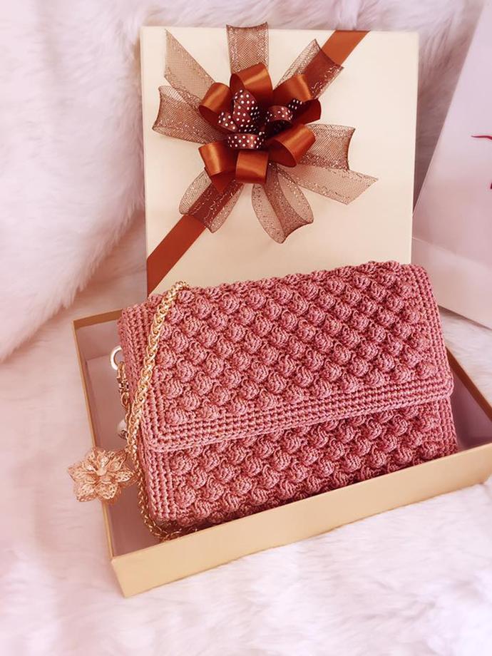 Pink crochet bag in bubble pattern