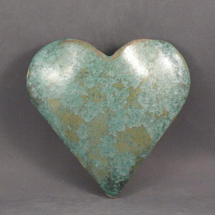 A pocketful of posies heart-shaped wall vase in lichen glaze