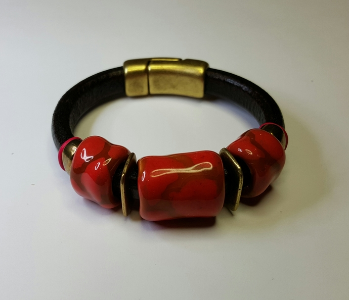 Regaliz Leather & Kazuri Bracelet, Item #2405