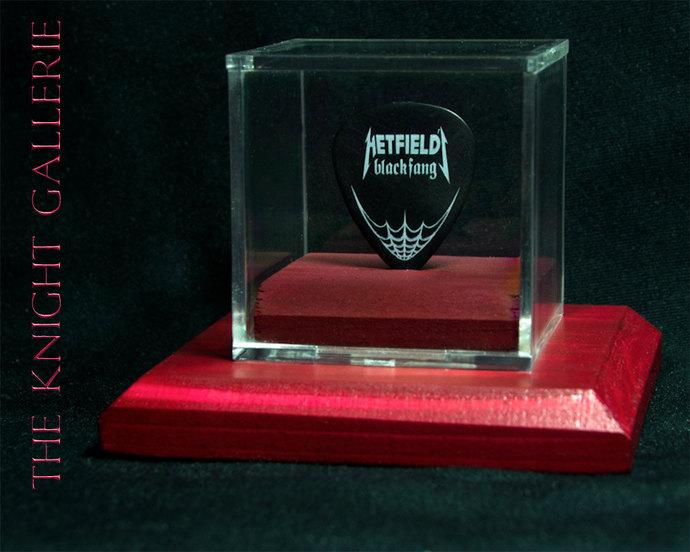 Metallica/James Hetfield: commemorative guitar pick and display case
