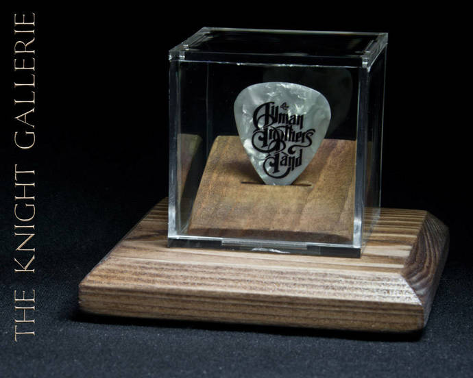 ALLMAN BROTHERS BAND: commemorative guitar pick and display case