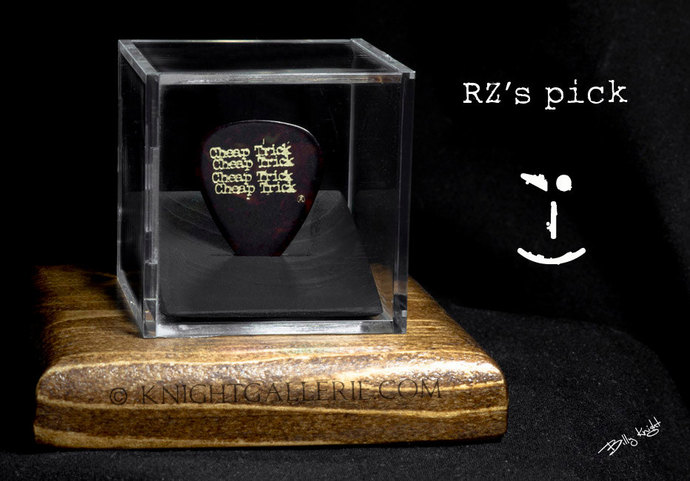Robin Zander: authentic guitar pick and display case