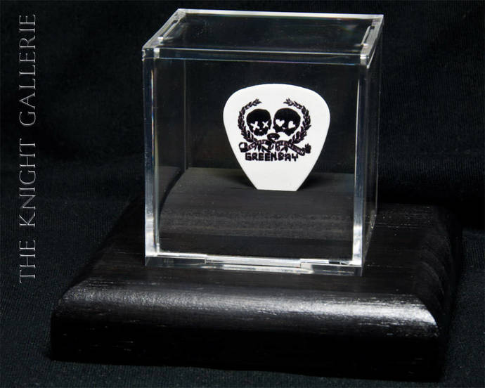 Green Day: commemorative guitar pick and display case