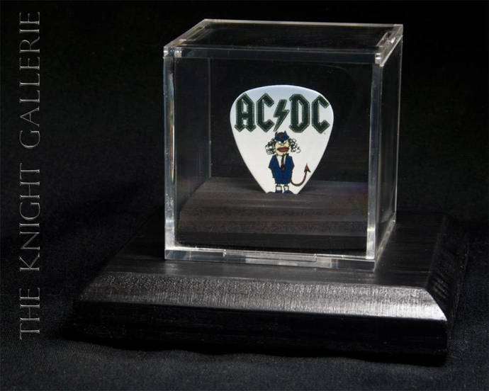 AC/DC: commemorative guitar pick and display case