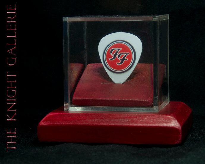 Foo Fighters Commemorative guitar pick and display case
