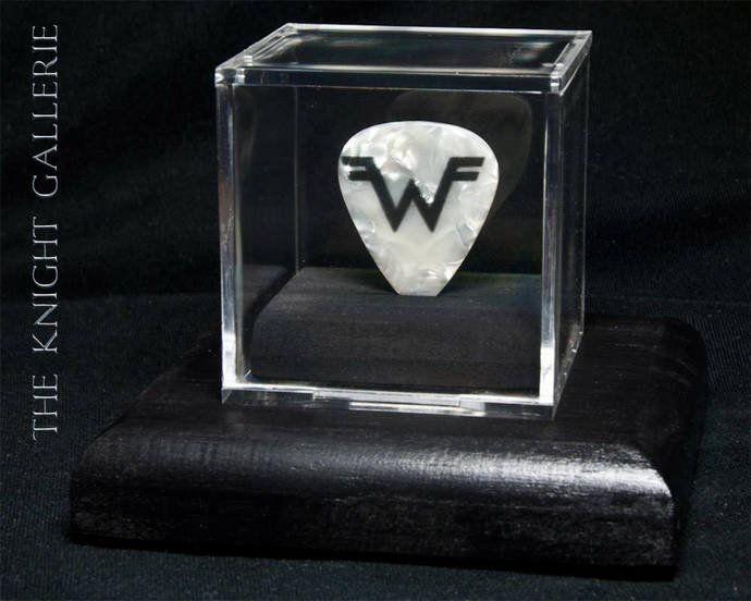 Weezer: commemorative guitar pick and display case