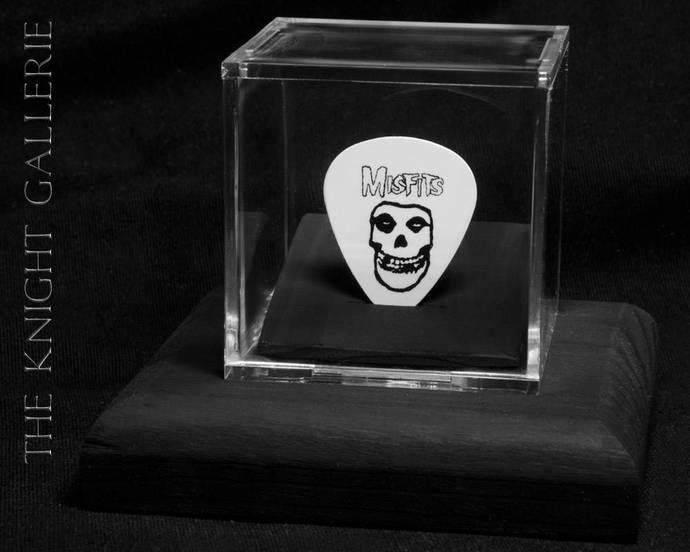 MISFITS: guitar pick and display case