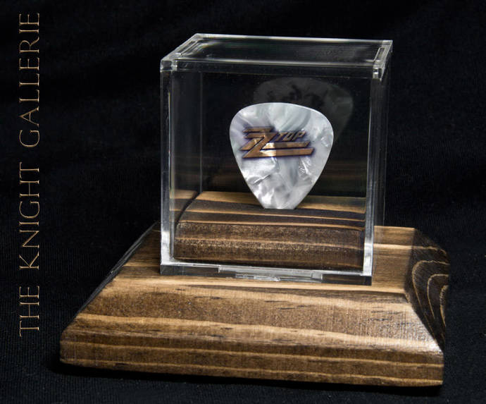 ZZ TOP / Billy Gibbons: guitar pick and display case