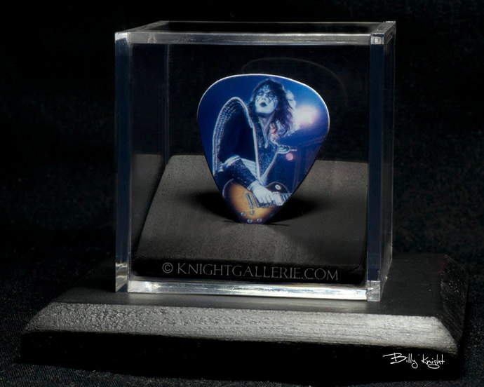 Ace Frehley: commemorative guitar pick in a display case