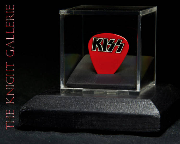 KISS: commemorative guitar pick and display case