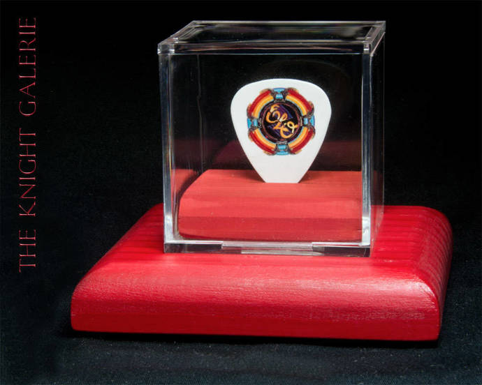 ELO: commemorative guitar pick and display case