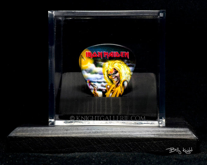 IRON MAIDEN: commemorative guitar pick and display case
