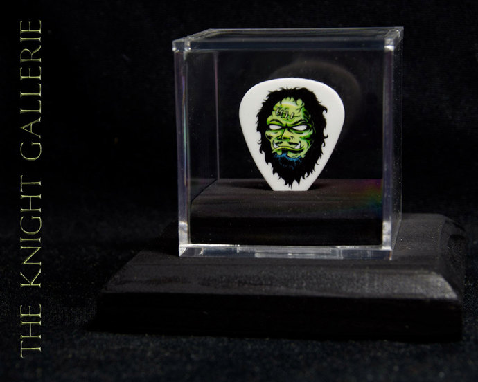 KIRK HAMMETT: commemorative METALLICA guitar pick and display case