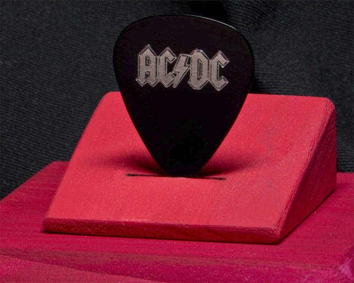 AC / DC: commemorative guitar pick and display case