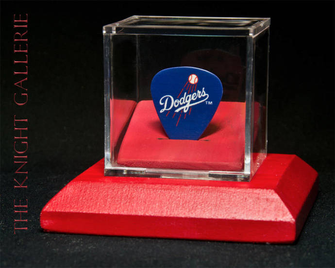 L.A. DODGERS: guitar pick and display case