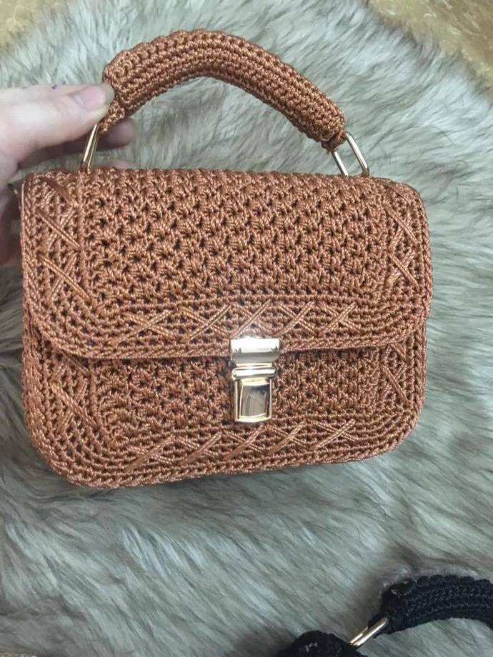 Stylish medium size handbag