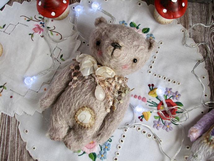 Shelby Artist Handmade Teddy Bear for BJD Doll Blythe by Woollybuttbears