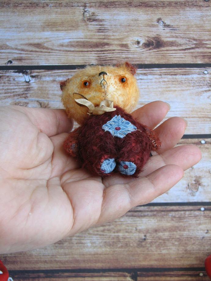 Ochre bear by Woollybuttbears