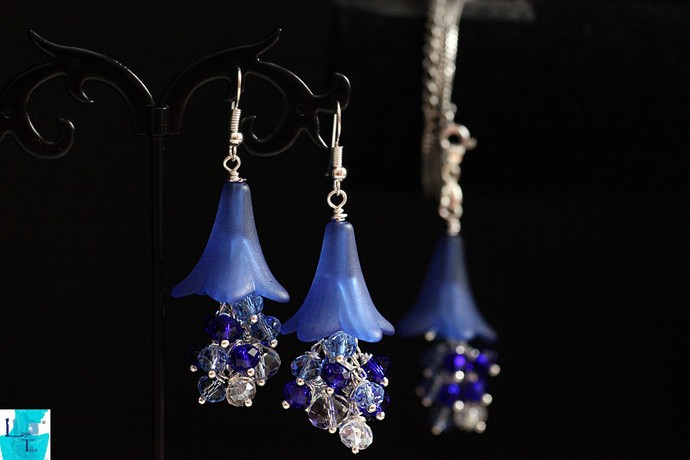 Springtime..The Blue Crystal Dangle Pendant and Earrings Set