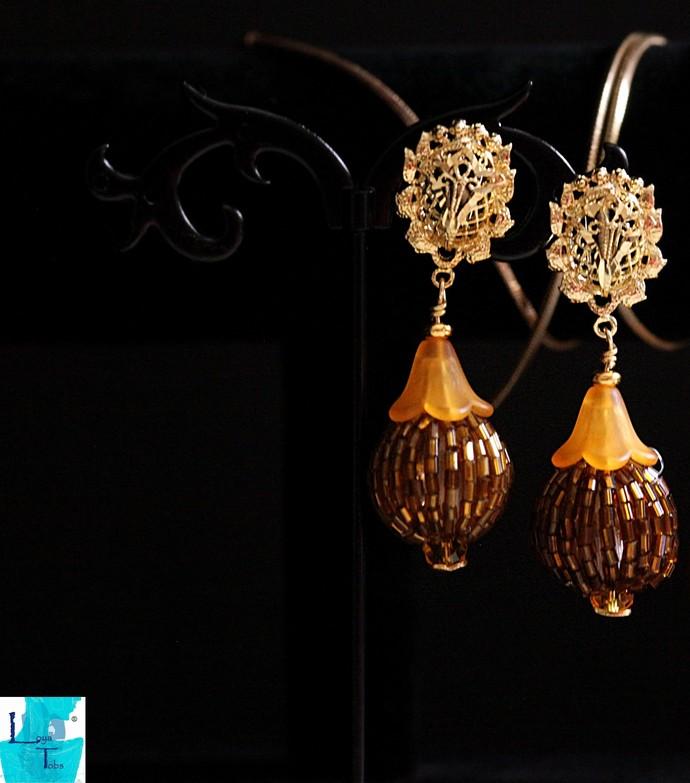 Sunlight Beaded Bead Pendant and Earrings Set.