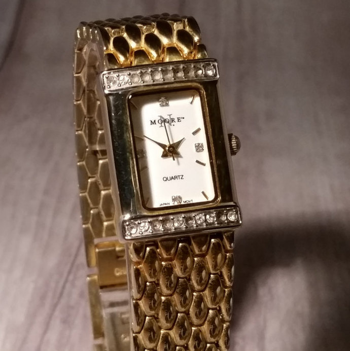 Vintage Quartz Women's Watch. Retro Chic Watch. Quartz Watch for Women. N.Moore