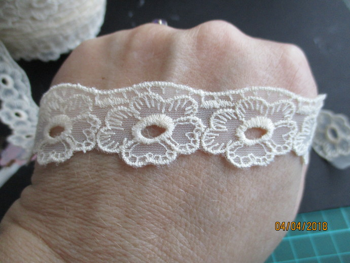 1yd Beautiful Cream Flower Lace