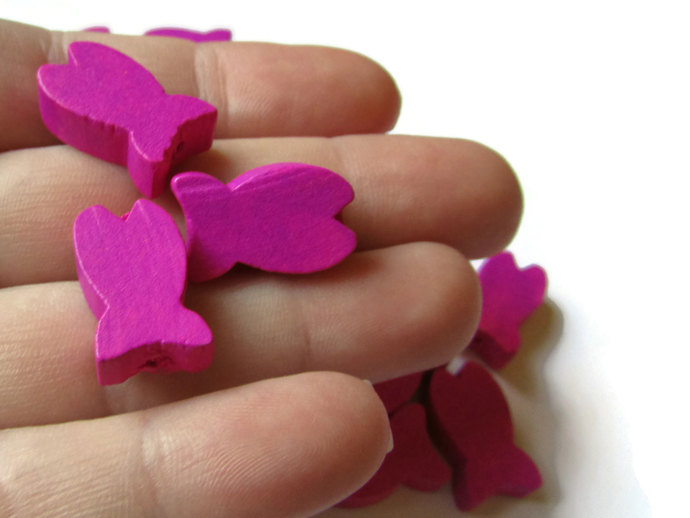 30 19mm Bright Pink Beads Wooden Fish Beads Wood Beads Animal Beads Ocean Beads