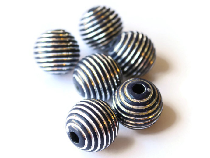 6 19mm Black and Silver Striped Beads Round Acrylic Beads Solid Plastic Beads