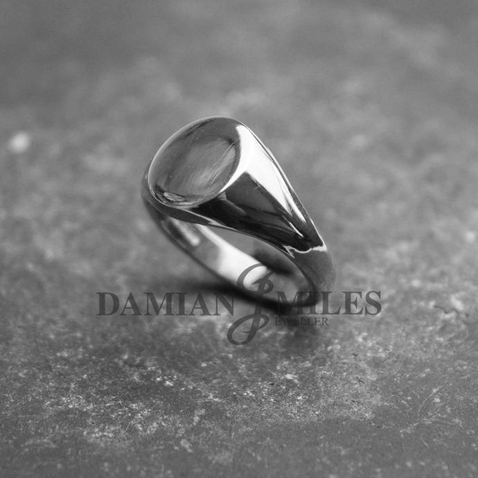 Oval Signet Ring. Lady's,heavy, Sterling Silver signet ring.