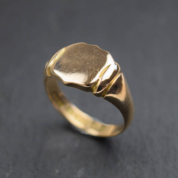 Gents Shield Signet Ring in 15ct gold