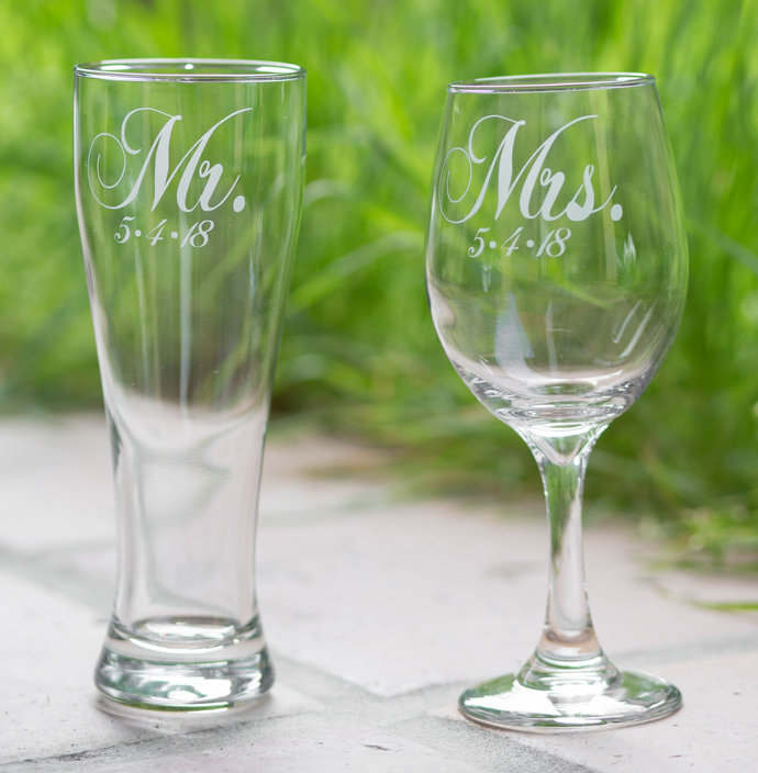 Elegant Mr. and Mrs. Glasses and Wedding Date, Gift for Bride and Groom, Set of