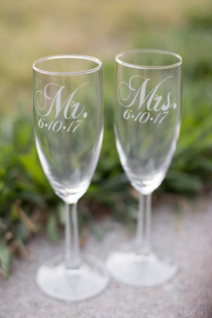 Personalized Champagne Flutes, Mr and Mrs Glasses with Wedding Date, Set of 2,