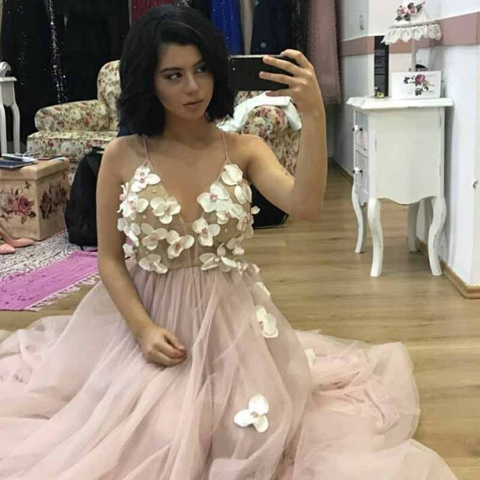 A-Line Spaghetti Straps Floor-Length Pink Tulle Prom Dress with Appliques