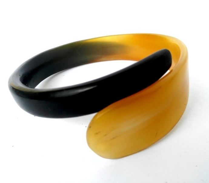 Handmade Natural Horn Swirl Bangle Bracelet (large)