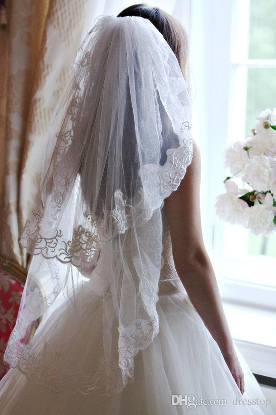 Cheap Two Layers Short Wedding Veils With Appliqued Edge Tulle Elbow Length