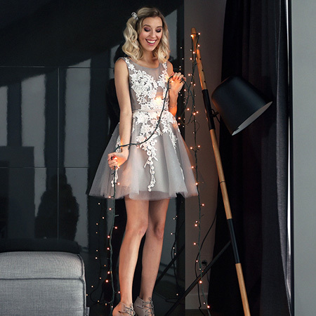 Stylish A-Line Scoop Sleeveless Open Short Homecoming Dress With Appliques Party