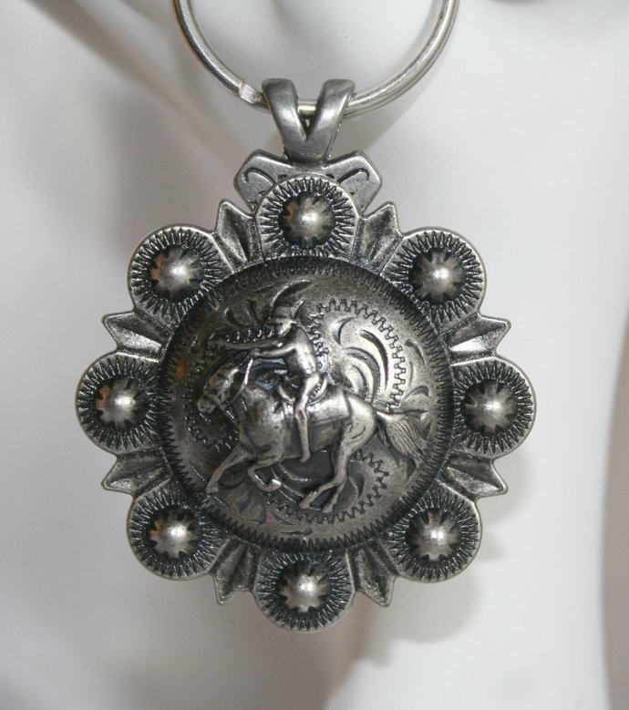 Mounted Cowboy Shooter Concho Keychain, Western Rodeo Key Charms Cowgirl Concho