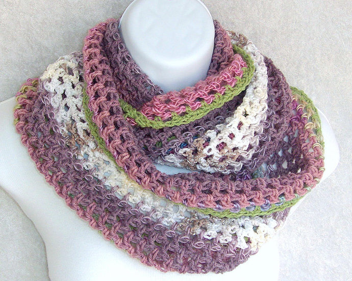 Infinity Moebius Scarf, spiral crocheted in Victorian Rose Color Stripes