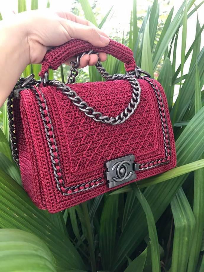 Elegant handbag  with Chanel clasp