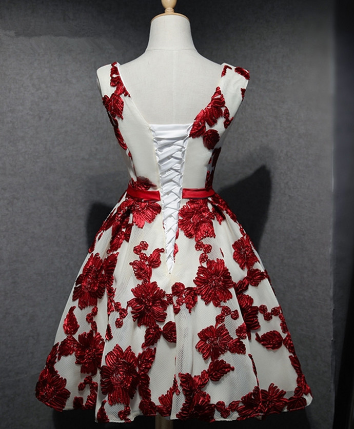 Red A-Line V-Neck Short Junior Appliques Lace Formal Homecoming Dresses