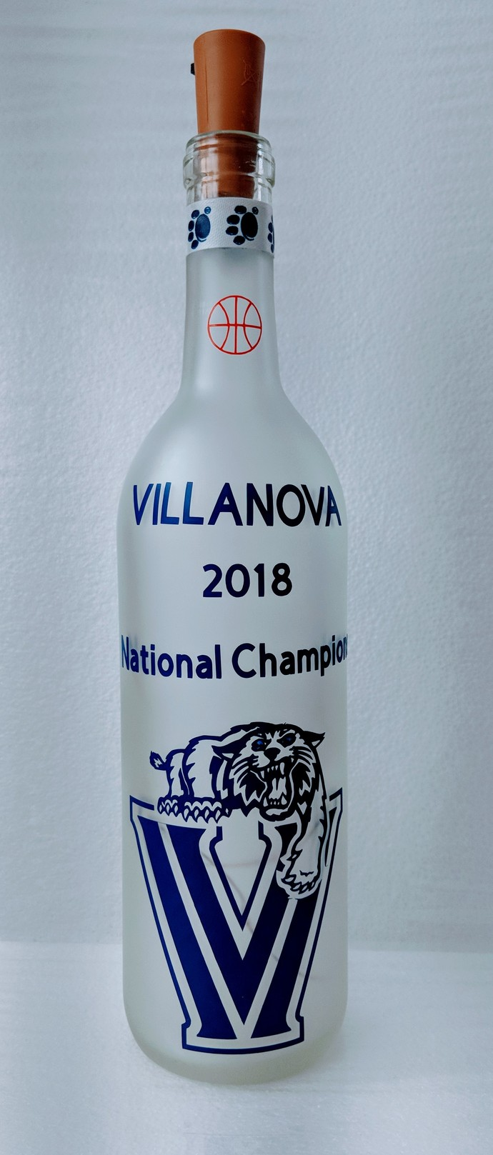 VILLANOVA 2018 Champions light bottle.