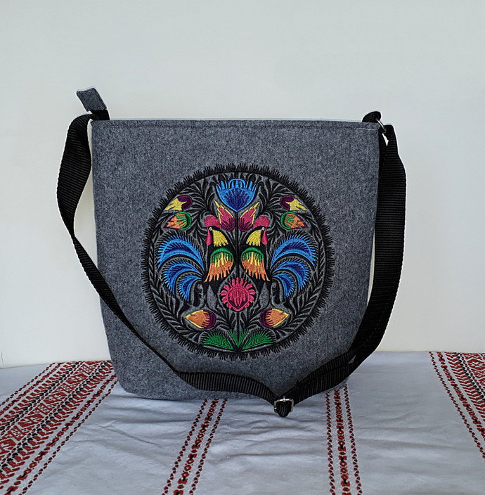 Grey felt bag, crossbody / messenger / shoulder bag with ethnic embroidery from