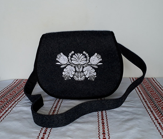 Felt dark crossbody bag / shoulder bag / messenger bag embroidered with white