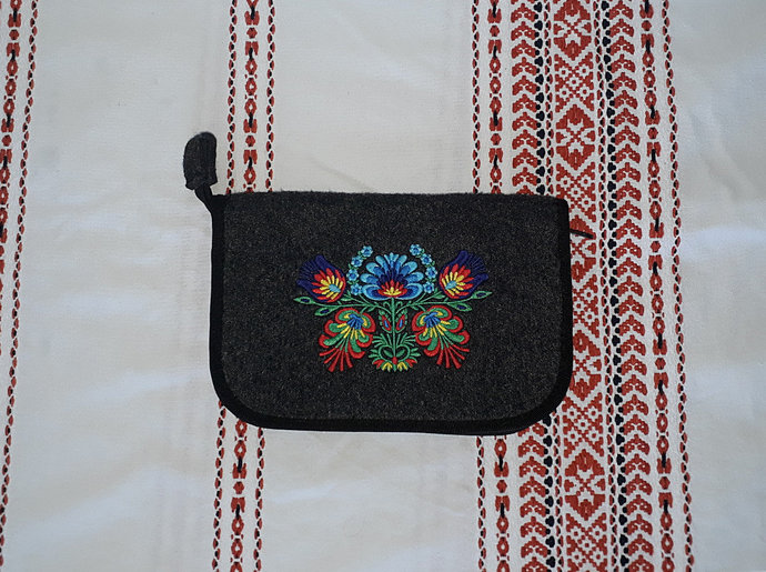 """Felt tablet / reader/ phone / ipad case 7""""-8"""" with embroidered flowers, ethnic"""