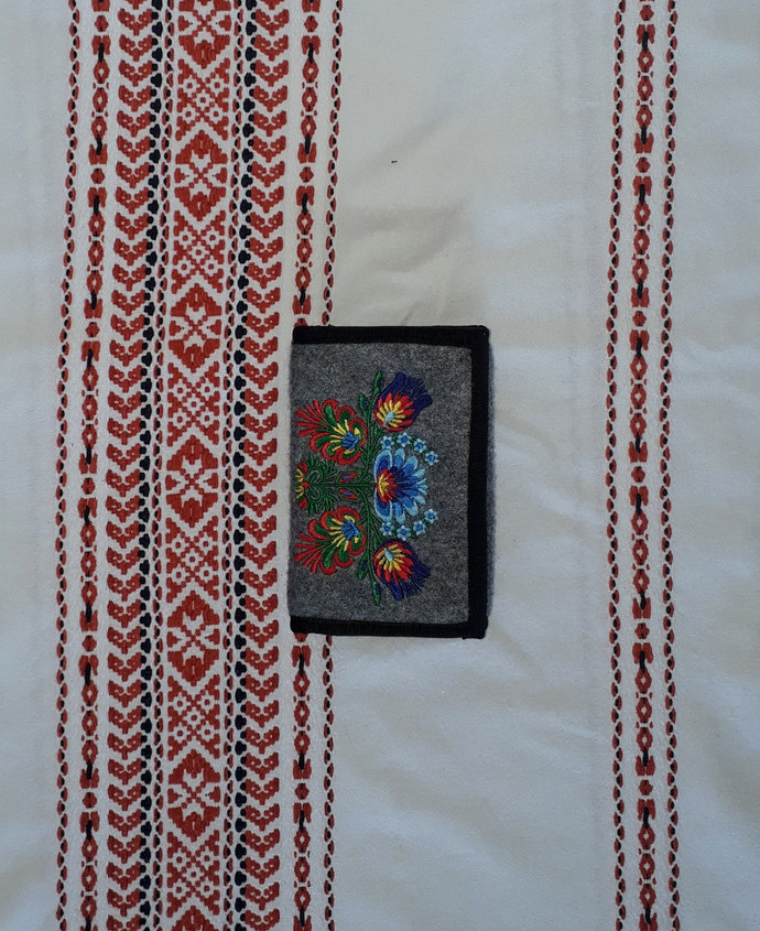 Felt wallet with ethnic embroidery - floral motive