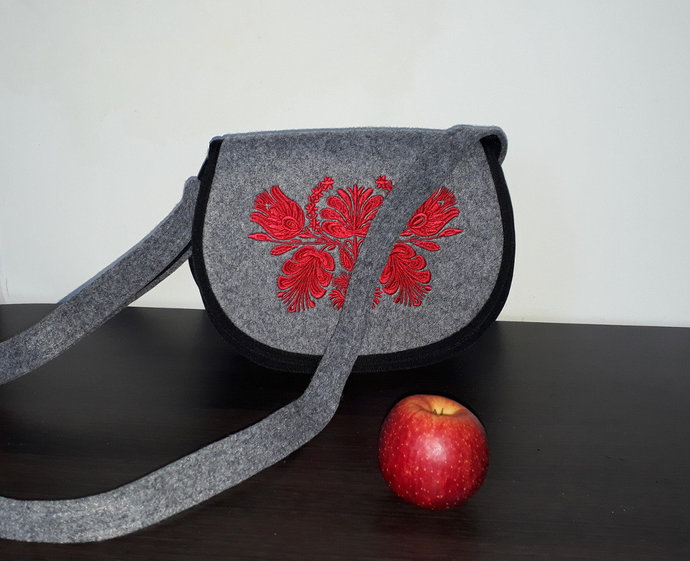 Felt crossbody bag / crossover bag / small messenger bag / saddle bag with
