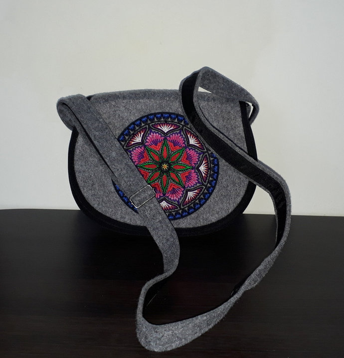 Felt crossbody bag / crossover bag / saddle bag / festival bag / flap bag /