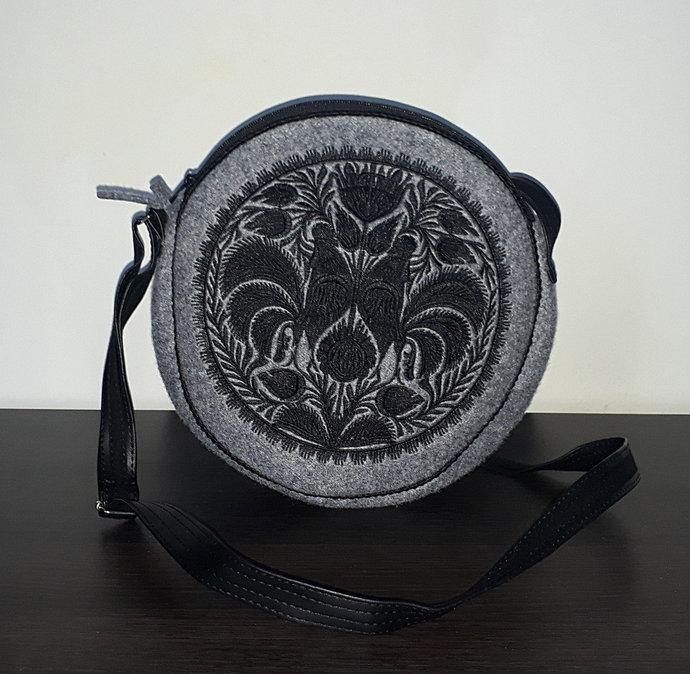 Felt grey round / circle bag, shoulder bag / crossbody bag with a stylish