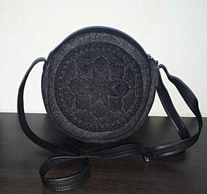 Felt round bag / circle bag, canteen bag, shoulder / crossover bag with